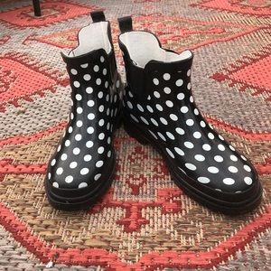 Polka-dot rubber boots